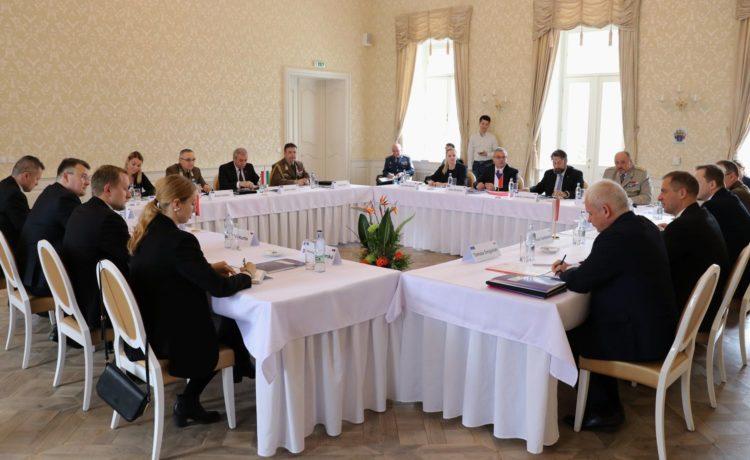 Štátni tajomníci V4 rokovali v kaštieli