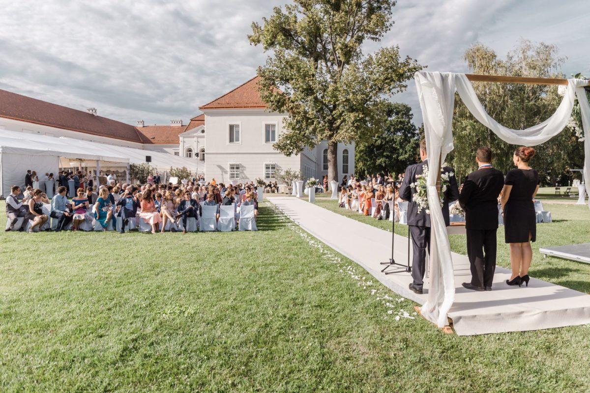 Svadba v kaštieli v parku